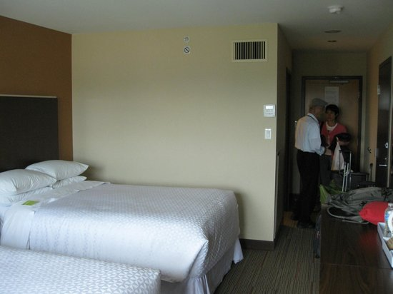Four Points by Sheraton Vancouver Airport: My room