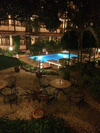 Protea Hotel by Marriott Dar es Salaam Courtyard : Pool at night