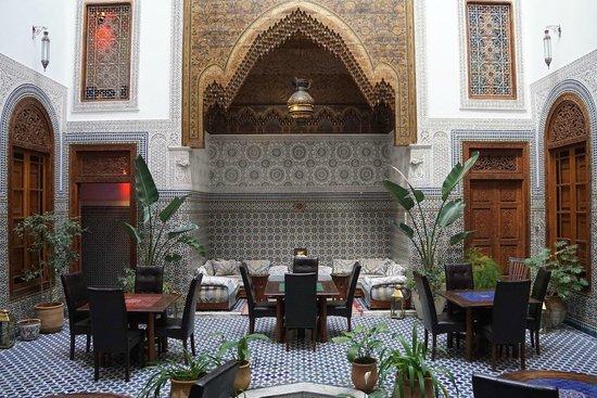 Dar Roumana: courtyard/dinning area