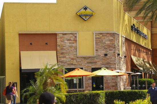 Anaheim Gardenwalk Picture Of California Pizza Kitchen Anaheim Tripadvisor