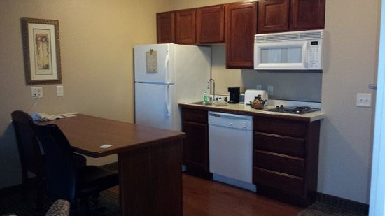 GrandStay Residential Suites Hotel Eau Claire: Large Kitchen with Full Size Refrig