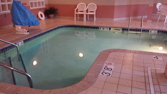 GrandStay Residential Suites Hotel Eau Claire : Small Pool