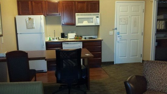 GrandStay Residential Suites Hotel Eau Claire : NICE kitchen with lots of features