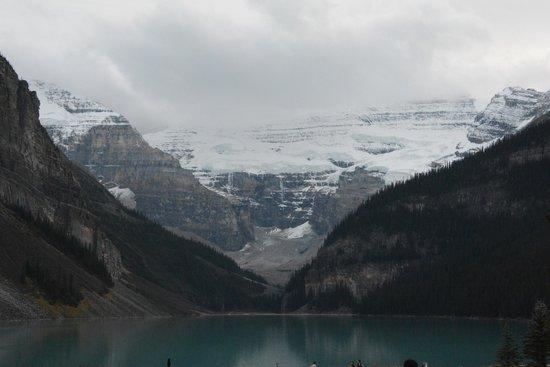 Lakeview Lounge: Lake Louise view