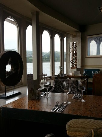 Coombe Cellars: The gorgeous setting inside