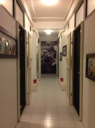 De Talak Hostel : Hallway to our rooms