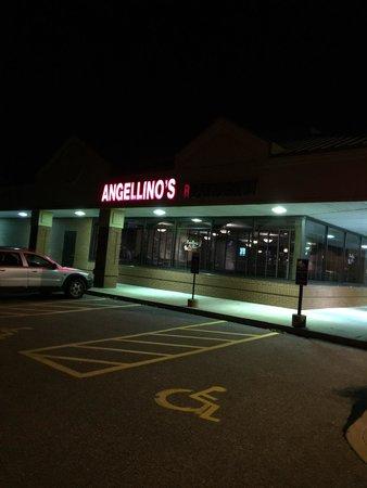Mansfield, คอนเน็กติกัต: Front parking lot