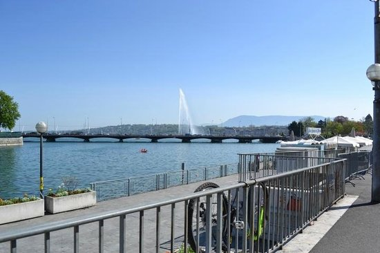 Four Seasons Hotel des Bergues Geneva: view