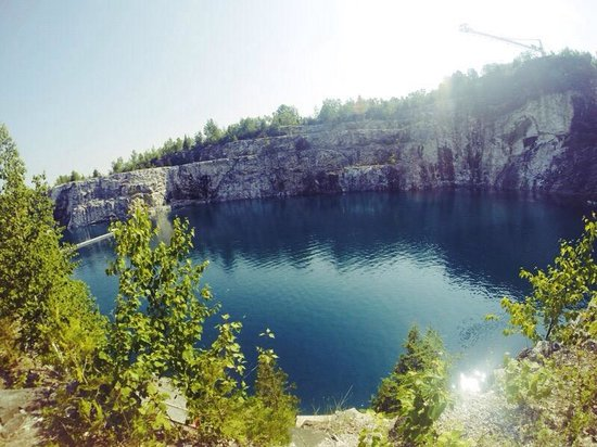 Great Canadian Bungee : The quarry where you jump into.