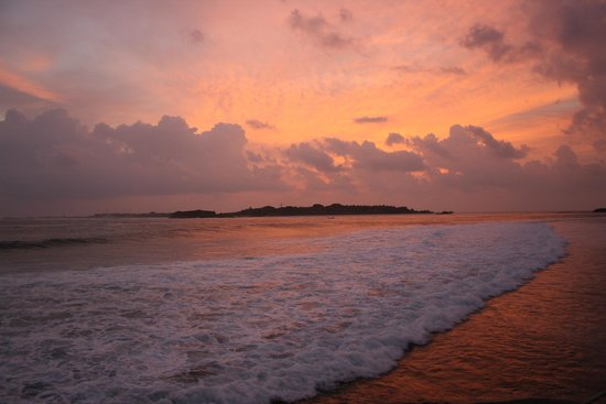 Adaaran Prestige Ocean Villas : Sunset from Lohis