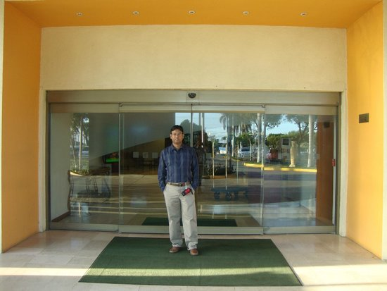Holiday Inn Managua - Convention Center: At the entrance