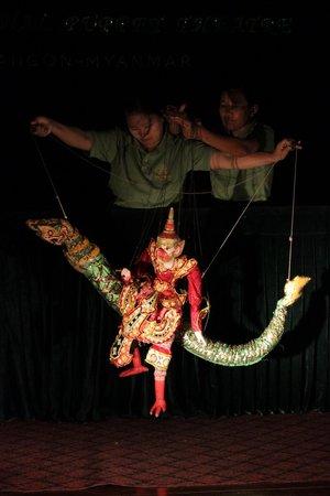Htwe Oo Myanmar Puppet Theater : Dragon and Monkey