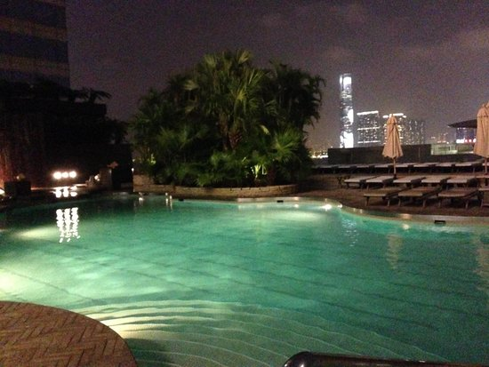 The Grill (Grand Hyatt Hong Kong) : Pool and deck at night