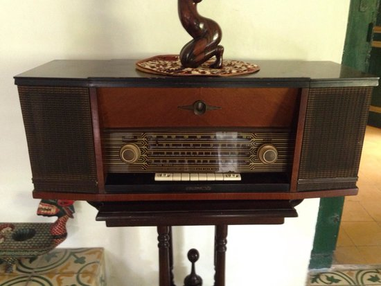 nDalem Gamelan Hotel: Antique radio