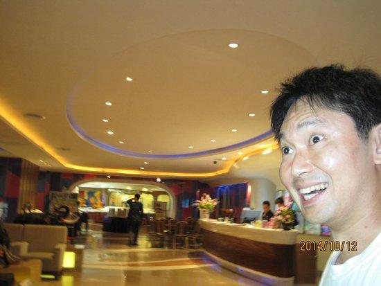Hip Bangkok: Clean reception desk