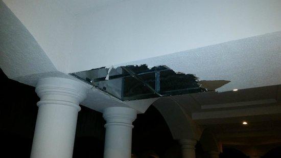 Heaven en Hard Rock Hotel Riviera Maya: Hallway of room  from leaking celing