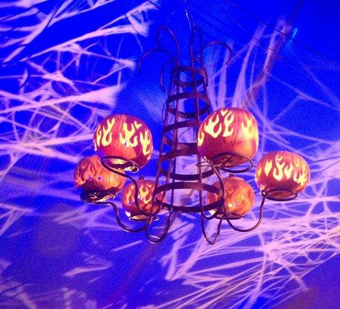 Van Cortlandt Manor: Pumpkin chandelier