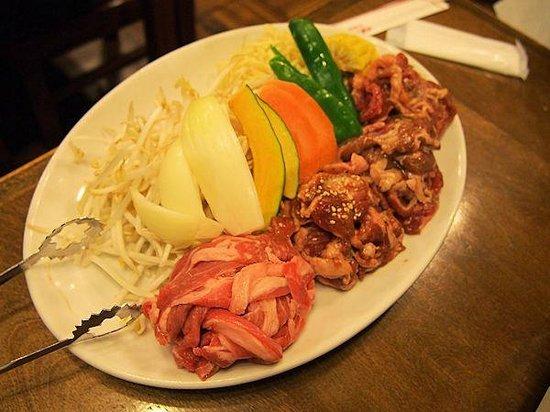 Lion Tanukikoji: 野菜と4種類の肉