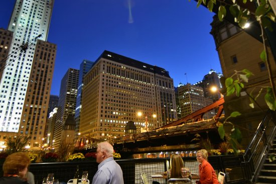 Great live music picture of river roast chicago for Nice hotels in chicago downtown