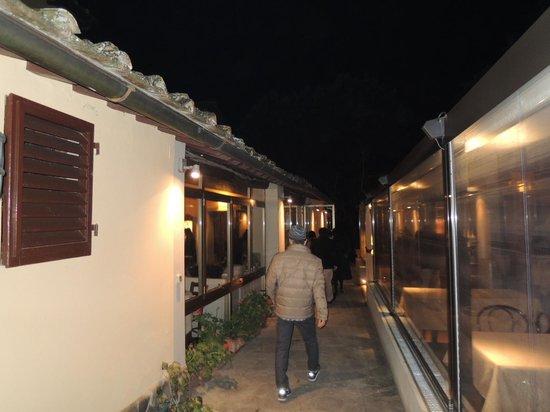 Ristorante I Tre Pini: 広い公園の中にある昔の農家を改造