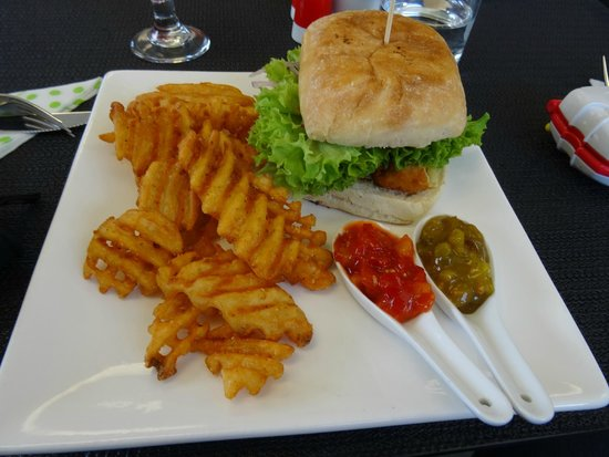 Valley Brewing Company: Crispy chicken burger