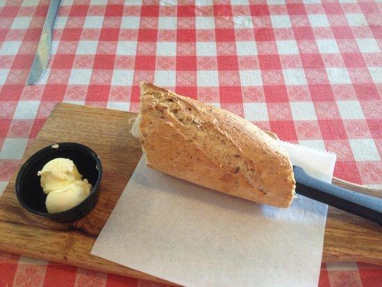 Martinelli's Little Italy : Delicious bread!