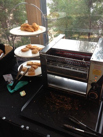 Crowne Plaza Alice Springs Lasseters: I like the oven to make the breads nice and tasty!