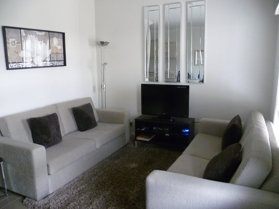 Silver Earth Accommodation: Comfy Lounge Area
