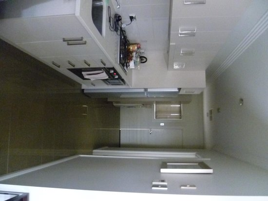 Silver Earth Accommodation: Galley style kitchen