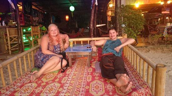 Lanta Pavilion Resort : drinks at the bar on the beach