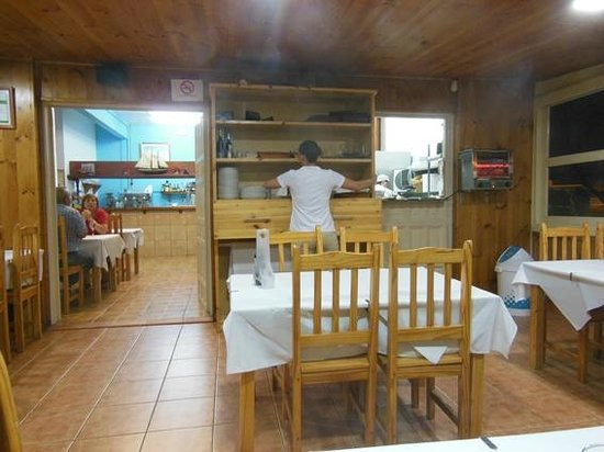 Restaurante la cofradia: L'interno con la cucina a vista