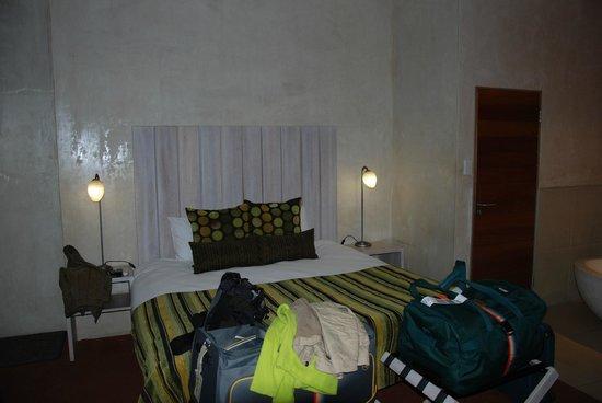 African Rock Hotel : großes Doppelbett mit guter Matratze