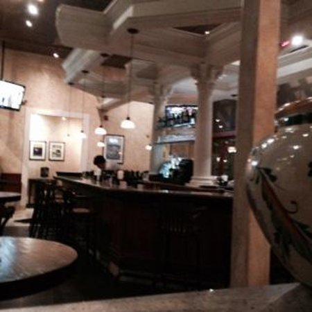 BRAVO Cucina Italiana: bar lounge area