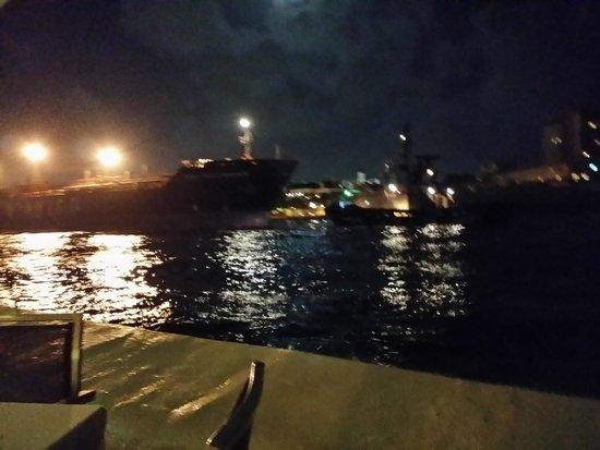 Bistro Le Clochard: boat sailing