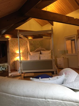 The Old Town Hall Bed and Breakfast: The Four Poster room