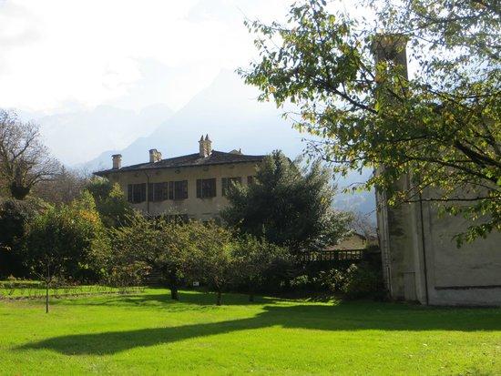 Palazzo Vertemate Franchi: il palazzo e la chiesetta