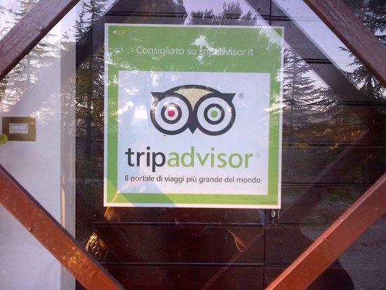 Casale Fusco : Adesivo Tripadvisor dal Presidente Charron