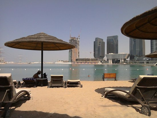 Le Meridien Abu Dhabi: Hotel beach area