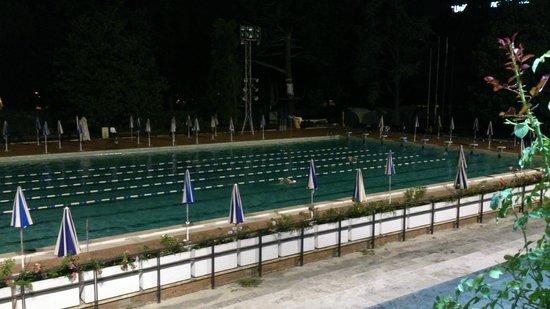 Vicolo 88 Eur : Вид на бассейн