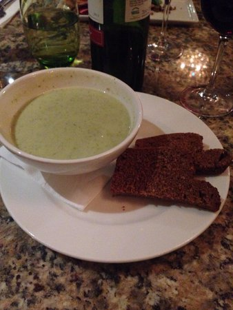 Le Bon Crubeen: For starters creamy broccoli soup with Guinness bread