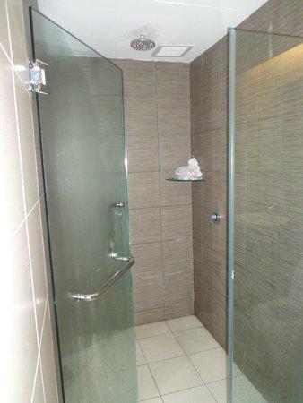 11@Century Hotel: Kamar mandi