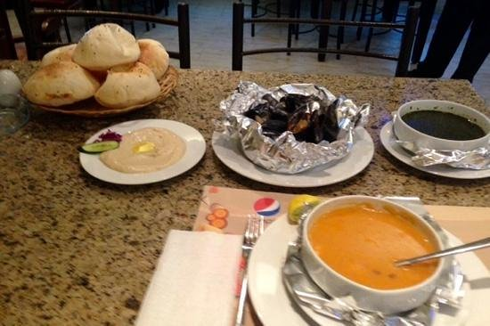 Star Fish Restaurant: tahini, fresh bread, mussels, shrimp soup, shrimp molokhia