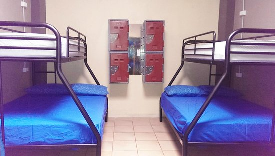 Bambu Backpackers: mixed dorm has double and single beds available