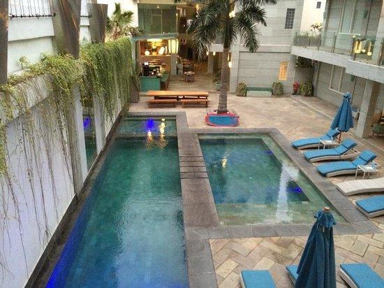 AQ-VA Hotel & Villas: View of pool