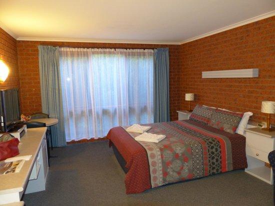 Whalers Rest Motor Inn : Guest queen bedroom
