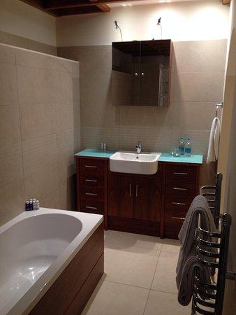 The Walton Hotel: Bathroom