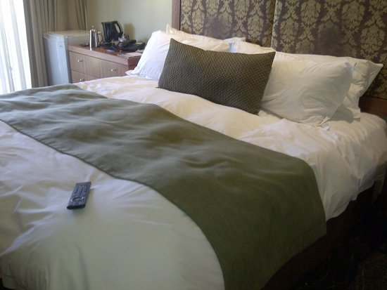 Protea Hotel Clarens: the kingsize bed