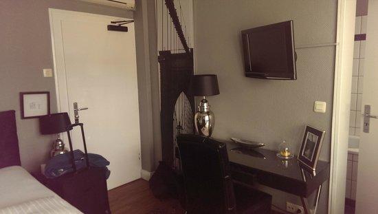 Sir & Lady Astor Hotel : Room desk side