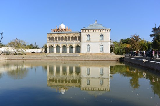 Palace of Moon-like Stars (Sitorai-Mokhi-Khosa)