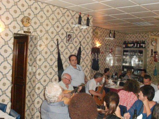 Restaurante Adega do Ribatejo : Le serveur qui chante